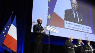 Bernard Cazeneuve,ministre de l'Intérieur, lors de sondiscours à l'Ecole militaire à Paris, le 13 octobre 2015 (MIGUEL MEDINA / AFP)