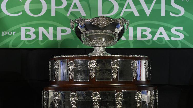 """Le """"saladier d'argent"""", ce légendaire trophée de la Coupe Davis. (JUAN MABROMATA / AFP)"""