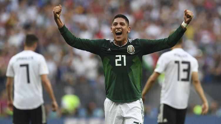 Le MexicainEdson Alvarez célèbre la victoire de son équipe face à l'Allemagne, à Moscou (Russie), le 17 juin 2018. (PATRIK STOLLARZ / AFP)