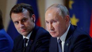 Le président français, Emmanuel Macron, et son homologue russe Vladimir Poutine, lors d'un sommet sur l'Ukraine à l'Elysée, le 9 décembre 2019 à Paris. (CHARLES PLATIAU / POOL / AFP)