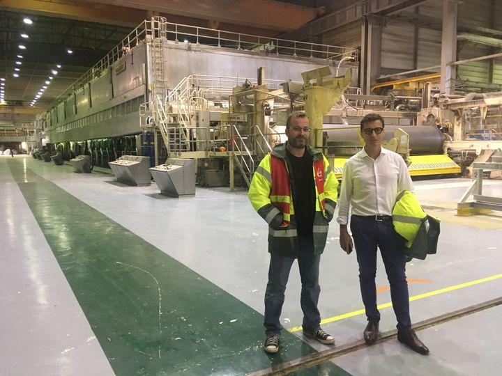 Arnaud Dauxerre, représentant des cadres de l'usine et Cyril Briffault, délégué CGT, deux des trois derniers salariés encore présents sur le site. Les 230 autres ont été licenciés en juin 2020. (GREGOIRE LECALOT / RADIO FRANCE)
