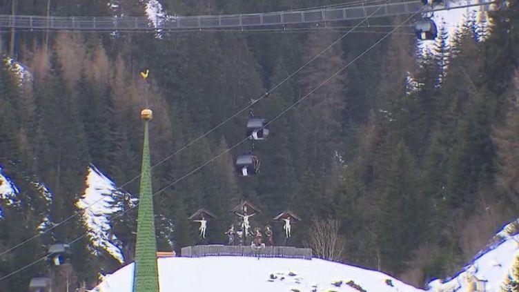L'Autriche pourrait être l'un des berceaux de l'épidémie de Covid-19 en Europe, et plus précisément la station de ski d'Ischgel. En direct de Berlin (Allemagne), le journaliste Laurent Desbonnets revient sur cette hypothèse. (France 3)