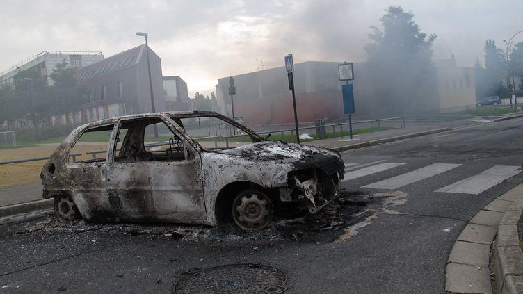 A Amiens-Nord après une nuit de violences, le 14 août 2012. (MAXPPP)