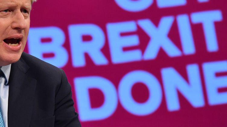 Le Premier ministre Boris Johnson dans son discours devant le Parti conservateur àManchester (Grande-Bretagne), le 2 octobre 2019. (BEN STANSALL / AFP)