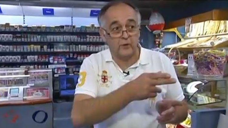 Eric Brili, le 23 octobre 2013, dans son bureau de tabac à Mulhouse (Haut-Rhin). (FRANCE 2 / FRANCETV INFO)