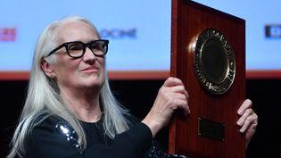 Jane Campion reçoit le Prix Lumière à Lyon, le 15 octobre 2021. (PHILIPPE DESMAZES / AFP)
