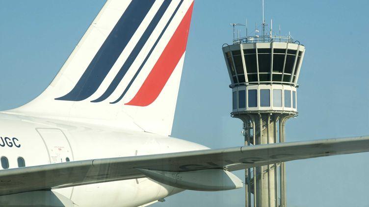 La compagnie Air France a augmenté, depuis le 13 février 2012, le prix de ses billets, en raison d'une hausse de la surcharge carburant liée au coût du pétrole. (JAUBERT / SIPA)