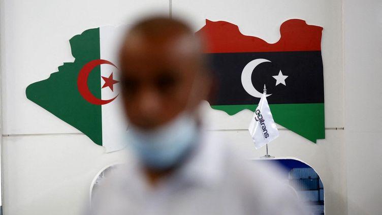 """""""Je réitère le soutien de l'Algérie aux efforts des autorités libyennes(...) visant à rétablir la stabilité politique et sécuritaire en Libye"""", avait annoncé le ministre algérien des Affaires étrangères Sabri Boukadoumdans son allocution d'ouverture du Forum économique algéro-libyen, le 29 mai 2021 à Alger. (BILLAL BENSALEM / NURPHOTO)"""