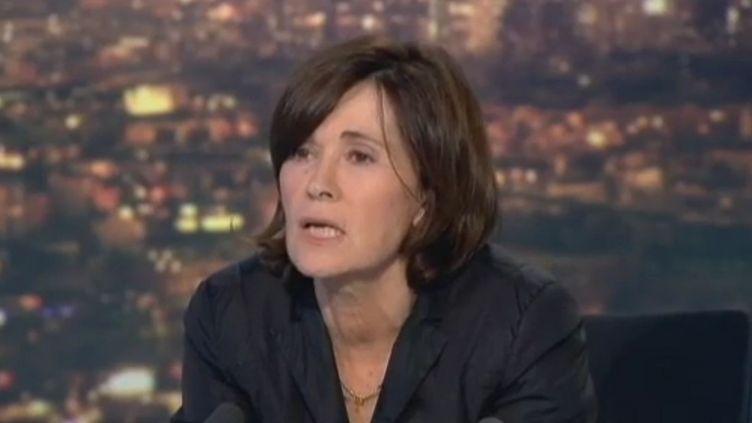 La journaliste Martine Laroche-Joubert sur le plateau du 20 heures de France 2, le 29 novembre 2011. (FRANCE 2)