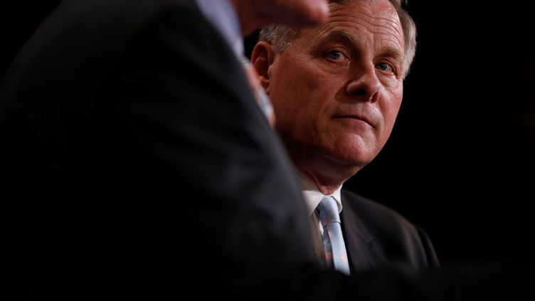Le chef de la commission du Renseignement du Sénat américain, Richard Burr, à Washington, le 29 mars 2017. (AARON BERNSTEIN / REUTERS)