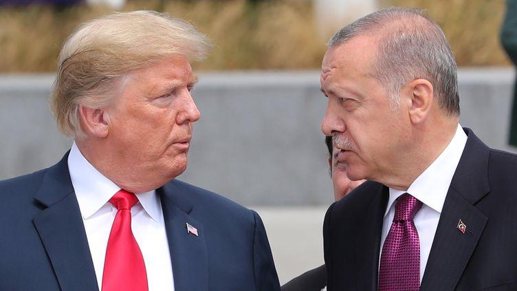 Donald Trump et Recep Tayyip Erdogan lors d'un sommet de l'OTAN à Bruxelles, le 11 juillet 2018. (KAYHAN OZER / AFP)