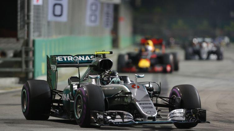 Nico Rosberg (Mercedes) s'est imposé dans les rues de Singapour (FRANCOIS FLAMAND / DPPI MEDIA)