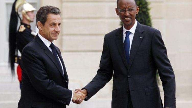 Nicolas Sarkozy accueille le président rwandais, Paul Kagame, sur le perron de l'Elysée, le 12 septembre 2011. (AFP/THOMAS COEX)