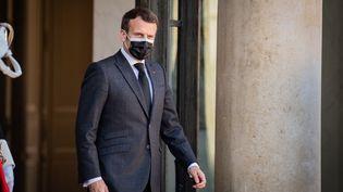 Le président de la République en exercice, Emmanuel Macron, à l'Elysée, le 30 mars 2021. (ANTOINE DE RAIGNIAC / HANS LUCAS / AFP)