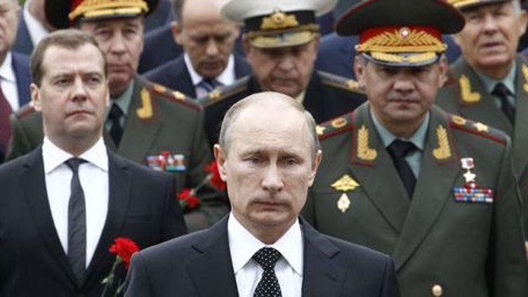 Le président russe le 22 juin 2013 lors d'uue cérémonie à Moscou commémorant le début de l'invasion de son pays par les Allemands en 1941. A gauche en retrait, le Premier ministre, Dmitry Medvedev. (Reuters - Sergei Karpukhina)
