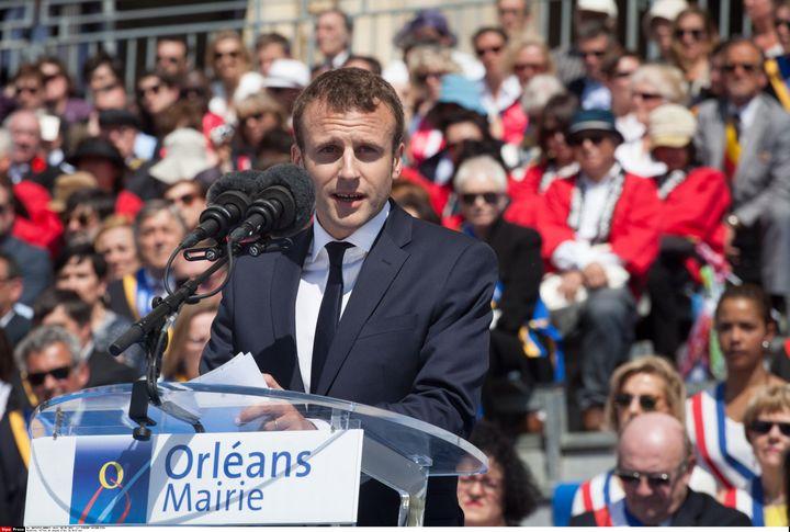 Emmanuel Macron pendant les fêtes de Jeanne d'Arc, à Orléans (Loiret), le 8 mai 2016. (VINCENT LOISON/SIPA)