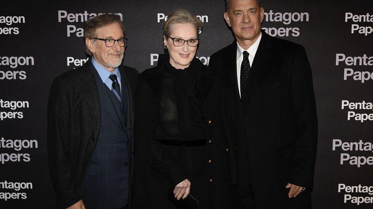 Le réalisateur de Pentagon Papers, Steven Spielberg, avec les acteurs Meryl Streep et Tom Hanks. (PHILIPPE LOPEZ / AFP)