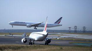 Un avion Air France décolle de Roissy-Charles de Gaulle le 7 août 2018. (JOEL SAGET / AFP)