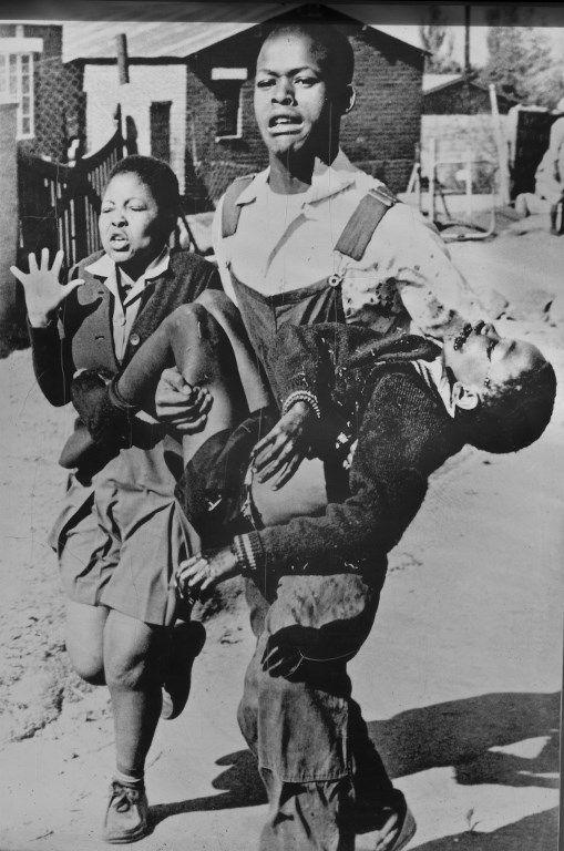 Photo de Sam Nzima du jeune Hector Pieterson tué lors des émeutes de 1976 à Soweto. (Emilie Chaix / Photononstop)