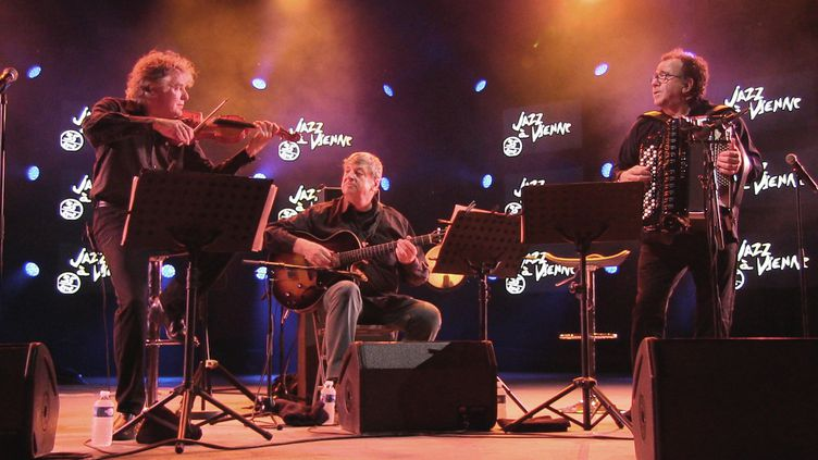 Didier Lockwood, Philip Catherine et Richard Galliano sur la scène du Théâtre antique  (M. Herenstein)