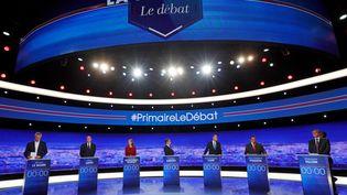 Les sept candidats de la primaire à droite, le 13 octobre 2016, lors du premier débat télévisé. (PHILIPPE WOJAZER / AFP)