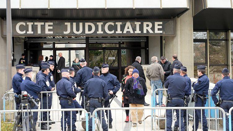 """(Deux policiers comparaissent au tribunal de Rennes dans l'affaire """"Zyed et Bouna"""" morts électrocutés à Clichy-sous-Bois il y a près de 10 ans © maxPPP)"""