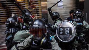 Hong Kong a connu lundi 11 novembre une des journées les plus violentes et chaotiques en cinq mois de mobilisation prodémocratie.  (DALE DE LA REY / AFP)