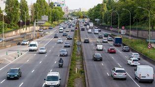 Le trafic sur le boulevard périphérique à Paris, le 13 mai 2020. (AMAURY CORNU / HANS LUCAS / AFP)