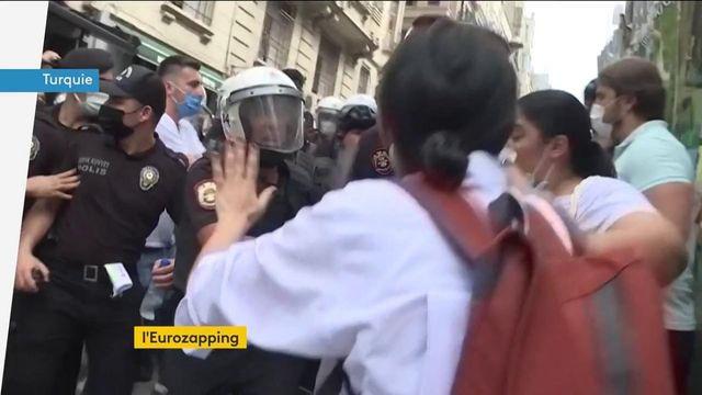 Eurozapping : vaccination en Russie, manifestations en Turquie…