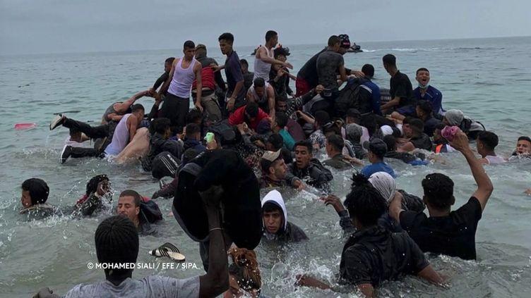 Des migrants à Ceuta (Espagne). (Mohamed Siali/EFE/SIPA)