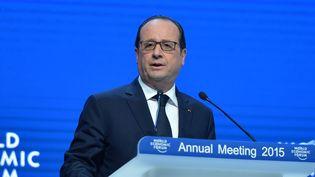 François Hollande s'exprime à Davos (Suisse), lors du Forum économique mondial, le 23 janvier 2015. (DURSUN AYDEMIR / ANADOLU AGENCY / AFP)