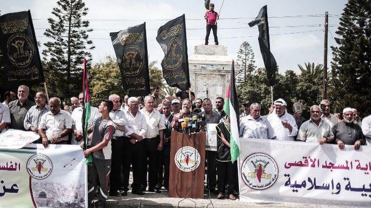 Le chef du Jihad Islamique, Khodr Habib, dénonçant depuis Gaza, au pied du monument au soldat inconnu, les violations de la Mosquée d'Al-Aqsa par l'armée israélienne à Jérusalem, le 14 septembre 2015. (Mustafa Hassona/Anadolu Agency)
