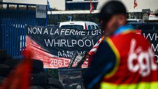 Manifestation de salariés Whirlpool contre la fermeture de leur site à Amiens (Somme), le 25 avril 2017. (DENIS CHARLET / AFP)