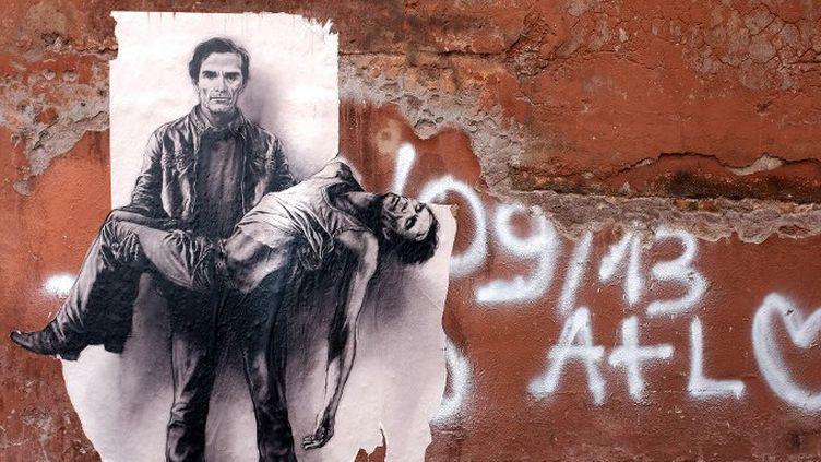 Pier Paolo Pasolini : affiche de Ernest Pignon à Rome  (ALBERTO PIZZOLI / AFP)
