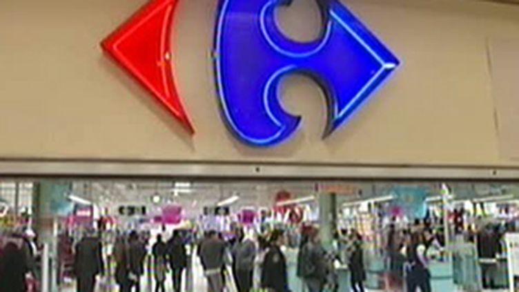 Carrefour compte geler les salaires de ses employés en Belgique. (F2)