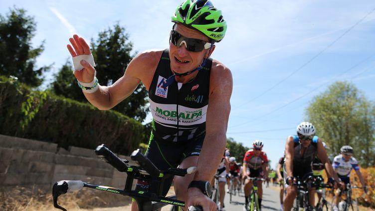 Ludovic Chorgnon sur son vélo, le 10 août 2015, à Vendôme (Loir-et-Cher). (CHARLY TRIBALLEAU / AFP)