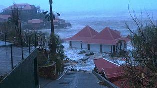 L'île de Saint-Bathélemy a été durement touchée par l'ouragan Irma, le 7 septembre 2017. (KEVIN BARRALLON / FACEBOOK)