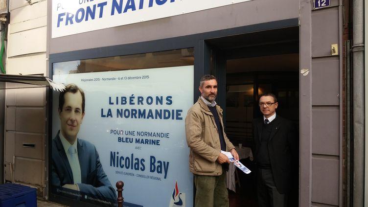 Loup Mautin et Gérard Latinier, responsales locaux du Front national, devant leur permanence de L'Aigle (Orne), le 1er décembre 2015. (MATHIEU DEHLINGER / FRANCETV INFO)