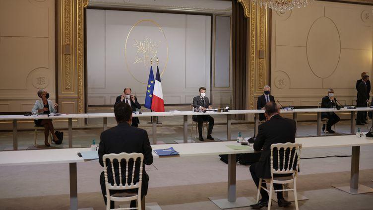 Emmanuel Macron réunit les partenaires sociaux en sommet social à l'Elysée, le 6 juillet 2021. (YOAN VALAT / POOL)