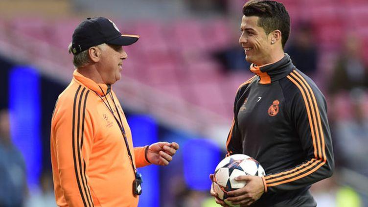 Cristiano Ronaldo en pleine discussion avec son entraîneur Carlo Ancelotti