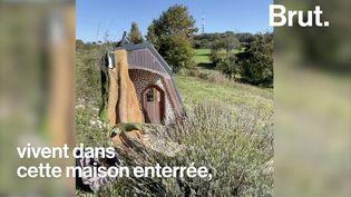 VIDEO. En Dordogne, ils vivent dans une maison autonome bâtie... avec des déchets (BRUT)