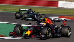 Max Verstappen et Lewis Hamilton lors du Grand Prix de Silverstone, entre le 16 et 18 juillet 2021. (XAVI BONILLA / DPPI)