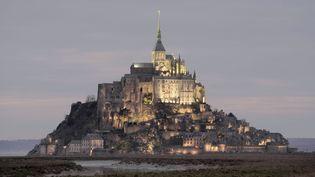 La façade nord du Mont Saint-Michel et ses imposants bâtiments monastiquesque l'on surnomme La Merveille (30 septembre 2020) (MANUEL COHEN / AFP)