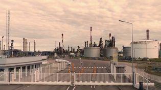 """Le pétrolier français Total a-t-il volontairement minimisé, et même nié, durant 50 ans, l'impact de son activité sur le réchauffement climatique ? C'est ce qu'affirment aujourd'hui trois chercheurs dans une publication accablante. Les équipes de """"Complément d'Enquête"""" ont pu consulter des documents confidentiels. (CAPTURE ECRAN FRANCE 3)"""