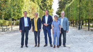 Les candidats à la primaire écologiste pour la présidentielle 2022, Eric Piolle, Delphine Batho, Yannick Jadot, Sandrine Rousseau et Jean-Marc Governatori, à Poitiers (Vienne) le 20août 2021. (HARSIN ISABELLE  / NOSSANT / SIPA)