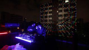 """Un concert electro du collectif """"Nuage"""" à Beyrouthlors du confinement d'avril 2020. (JOSEPH EID / AFP)"""