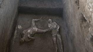 Les moulages de deux corps. Les victimes ont été retrouvées lors de fouilles dans une villa près de Pompéi. (HANDOUT / POMPEI ARCHAEOLOGICAL PARK)