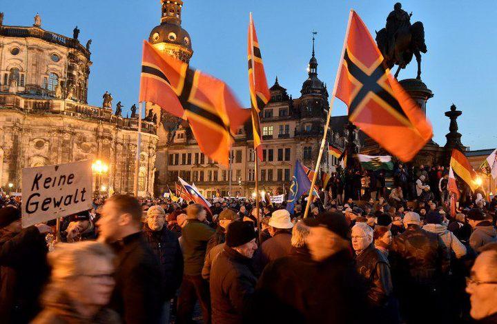 Drapeaux de Pegida (BERND SETTNIK / DPA / dpa Picture-Alliance/AFP)