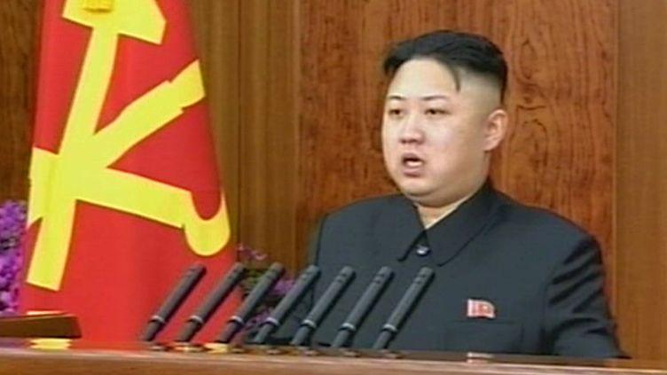 Kim Jong-un, le dirigeant nord-coréen, lors de son allocution retransmise par la télévision officielle, le 1er janvier 2013. (NORTH KOREAN TV / AFP)