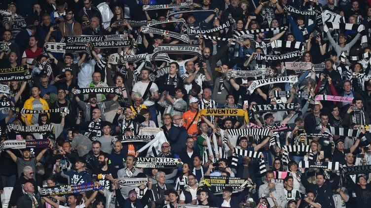 Les supporters de la Juventus lors des quarts de finale de la Ligue des Champions, le 11 avril 2017, contre Barcelone à Turin. (GIUSEPPE CACACE / AFP)